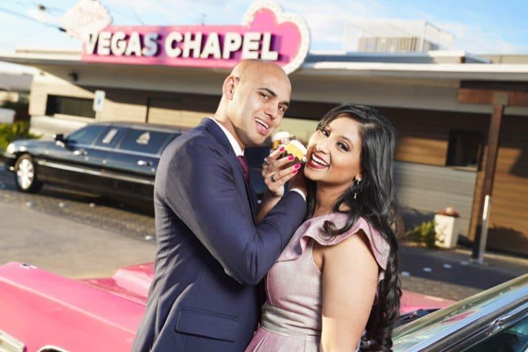 Bundtini-Cake-Wedding-Little-Vegas-Chapel