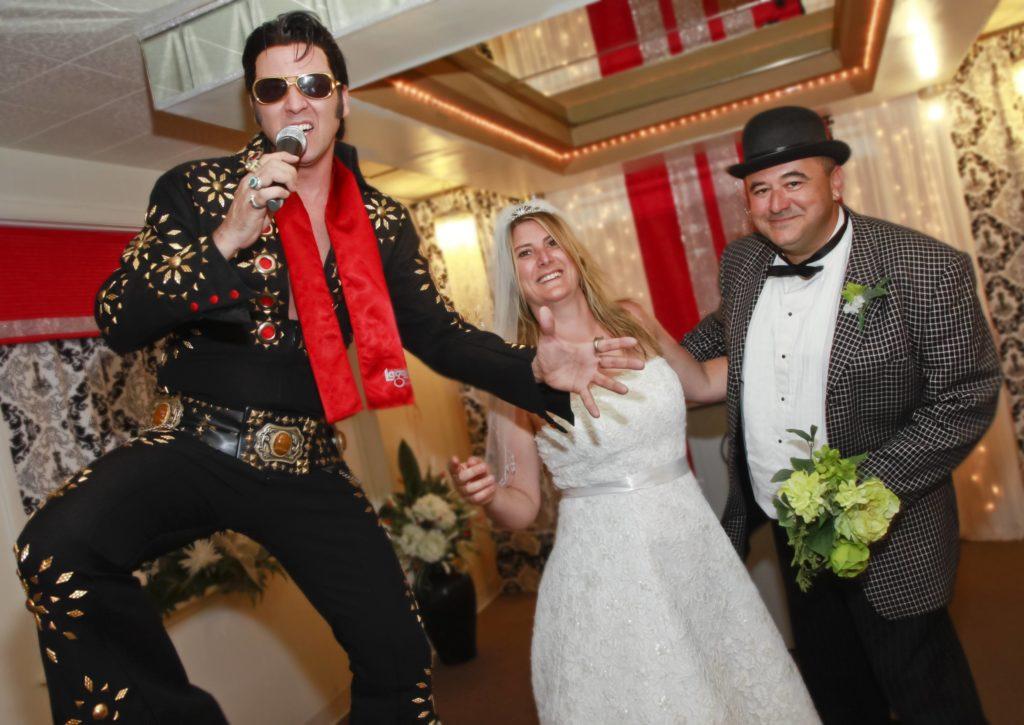 Wedding In Vegas.5 Reasons To Get Married In Las Vegas The Little Vegas Chapel