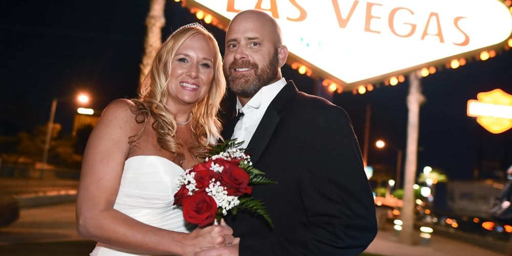 Destination Wedding at Las Vegas Sign
